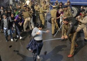 2012-12-22T111403Z_1655301374_GM1E8CM1HDB01_RTRMADP_3_INDIA-PROTESTS